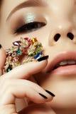Красота и концепция моды красивейшая женщина ювелирных изделий Стоковое Фото