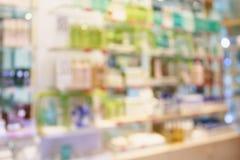 Красота и косметическая предпосылка нерезкости конспекта магазина Стоковые Изображения RF
