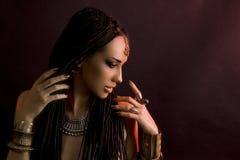 Красота моды и стильные волосы Состав Красивая сексуальная женщина w Стоковые Изображения RF