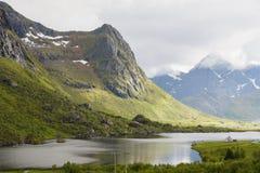 Красота северных гор и океана Норвегии Стоковые Фото
