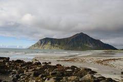 Красота северных гор и океана Норвегии Стоковые Изображения RF