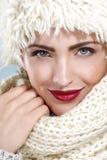 Красота сняла красивой женщины в одеждах зимы Стоковая Фотография