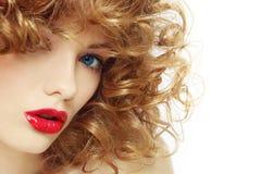 Красота с вьющиеся волосы стоковые фотографии rf