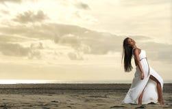 Красотка афроамериканца на пляже Стоковое фото RF
