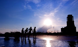 Красотка захода солнца на пляже стоковое изображение rf