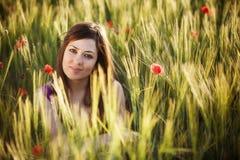 Красотка на поле Стоковые Изображения