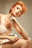 красотка представляя redhead Стоковые Фотографии RF