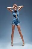 Красотка, прозодежды голубых джинсов джинсовой ткани Стоковое Изображение RF