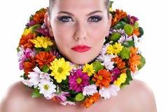 Красотка с цветком стоковое изображение