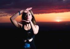 красотка танцует заход солнца девушки Стоковая Фотография