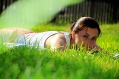 красотка sunbathing Стоковое Изображение RF
