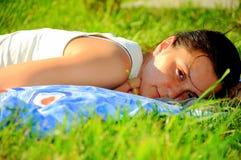 красотка sunbathing Стоковые Фото