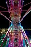 Красочная внутренняя съемка освещенного nighttime колеса Ferris стоковое изображение