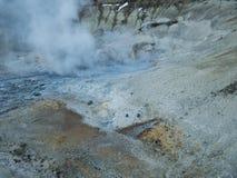 Красочная вулканическая почва с горячими источниками стоковые фотографии rf