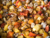 Красочная жаря еда в конце сковороды вверх Стоковая Фотография
