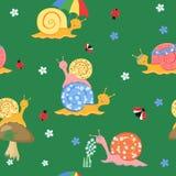 Красочная игра улиток шаржа в луге Стоковая Фотография RF