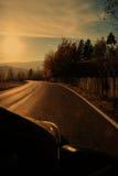 Красочная изгибая дорога осени стоковое фото rf