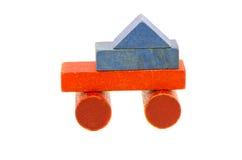 Красочная используемая игрушка тележки от деревянных блоков Стоковые Изображения RF