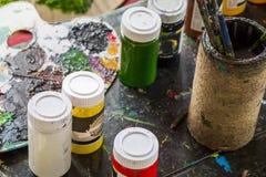 Красочная и грязная акварель buckets натюрморт стоковая фотография rf