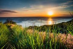 Красочная и драматическая предпосылка неба захода солнца стоковое фото rf
