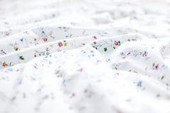 Красочная и флористическая предпосылка простынь стоковое изображение