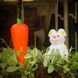 красочная керамика украшенная в саде Стоковые Изображения