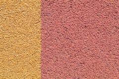 Красочная красная и желтая резиновая поверхность пола спортивной площадки Wetpour Стоковые Изображения RF
