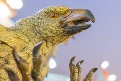 Красочная кукла птицы орла сделанная из глины, ремесленничеств на дисплее Стоковое Изображение RF