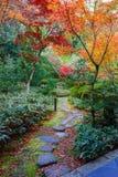 Красочная осень на Koto-в виске в Киото Стоковое Фото
