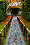 Красочная осень на Koto-в виске в Киото Стоковые Фото