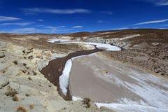 Красочная долина в андийских горах, Боливия Salt River Стоковое фото RF