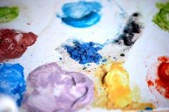 Красочная палитра цветов, работа ` s художника Творческий процесс чертежа Стоковая Фотография