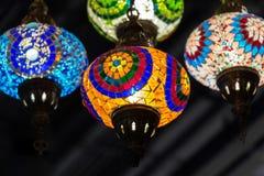 Красочная предпосылка лампы Стамбула на потолке стоковое фото