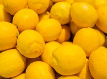 Красочная предпосылка лимонов в рынке Стоковое Фото