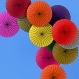 Красочная предпосылка зонтиков Красочные зонтики в небе Стоковая Фотография