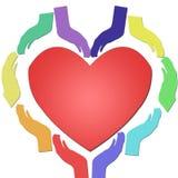 Красочная радуга вручает совместно формировать сердце с красным сердцем в центре, концепцией единства и доверием и влюбленностью иллюстрация вектора