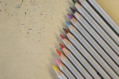 Красочная радуга рисовала для рисовать на бумажной предпосылке Стоковая Фотография