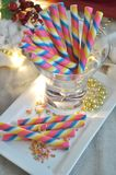 Красочная сервировка крена вафли на плите Стоковые Фотографии RF