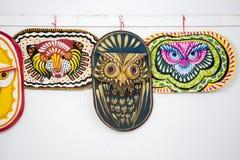 Красочная смертная казнь через повешение маски сыча на стене института искусства Стоковое Фото