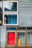 Красочная смешанная дешевая материальная промышленная стена Стоковое Изображение RF
