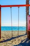 Красочная спортивная площадка на пляже на горячий день, Playgr ` s детей Стоковые Изображения RF