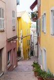 Красочная старая улица в Villefranche-sur-Mer Стоковая Фотография RF