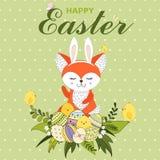 Красочная счастливая поздравительная открытка пасхи с лисой с ушами кролика, маленькими цыплятами, пасхальными яйцами, цветком и  иллюстрация штока