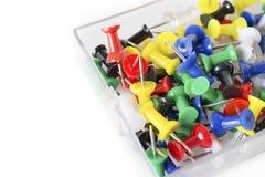 Красочная текстура pushpin внутри стеклянной коробки, штырей нажима на whit Стоковые Изображения