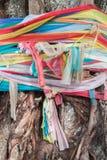Красочная ткань на дереве, Таиланде Стоковое Изображение