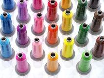 Красочная ткань продевает нитку индустрию для предпосылки стоковое фото