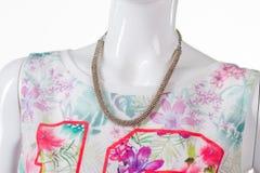 Красочная флористическая верхняя часть с ожерельем Стоковая Фотография