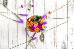 Красочная цветочная композиция с гортензиями и розами стоковая фотография