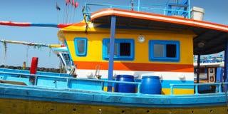 Красочная шлюпка рыболова стоковая фотография rf