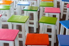 Красочное деревянные стулья Стоковое Изображение RF